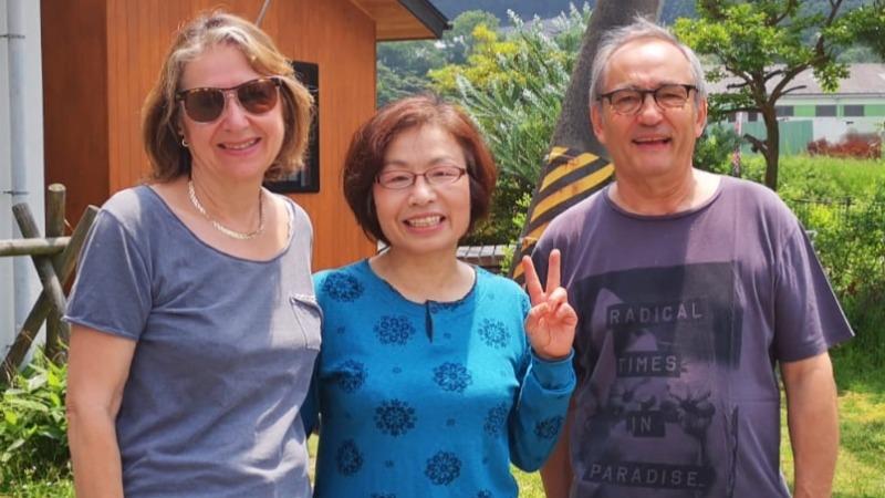 Michèle et Patrick avec leur hôte